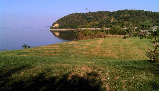 Состояние газона до монтажа системы автоматического орошения