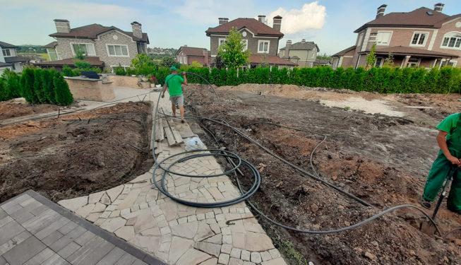 Монтаж системы автоматического полива газонов