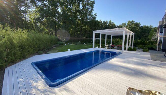 Благоустройство открытых бассейнов, палуба из террасной доски